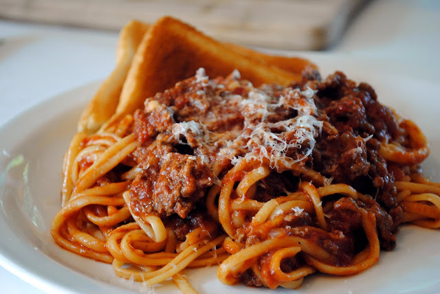 simply scratch classic meat sauce with linguine simply scratch