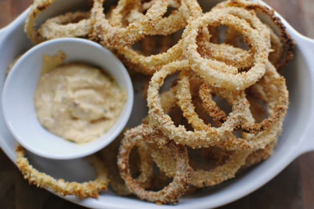 Crispy Baked Onion Rings l SimplyScratch.com