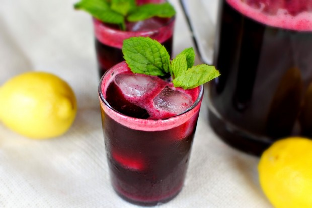 Blueberry Lemonade Spritzers l SimplyScratch.com