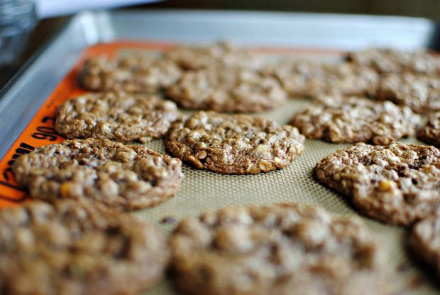 Flourless Peanut Butter Nutella Oatmeal Cookies l SimplyScratch.com