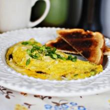 Cheesy Shallot & Mushroom Omlet