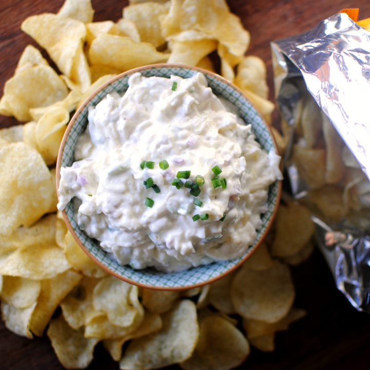 Cheesy Roasted Garlic Chip Dip