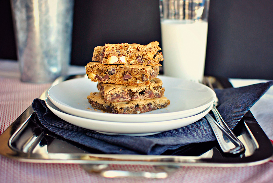 Brown Butter Chocolate Chip Blondies : A Tasty Kitchen Recipe!