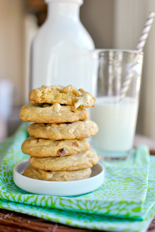 White Chocolate Chunk Macadamia Nut Cookies l SimplyScratch.com