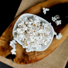 Roasted Garlic Olive Oil and Black Pepper Popcorn  www.SimplyScratch.com
