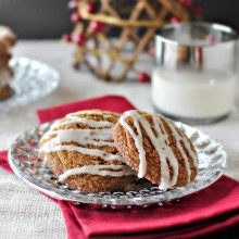 Spicy Cayenne Molasses Cookies l www.SimplyScratch.com #holidaybaking