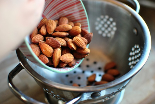 how to blanch almonds add to colander