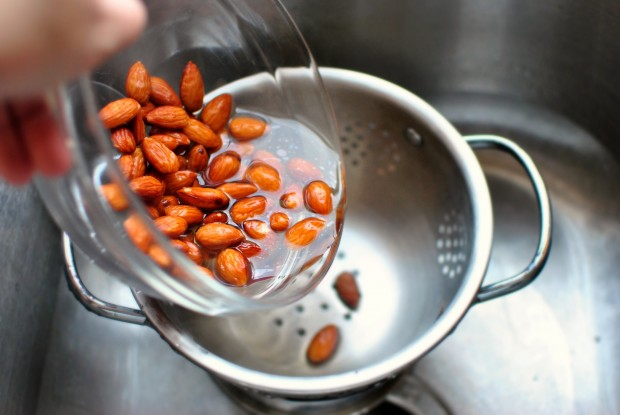 how to blanch almonds drain