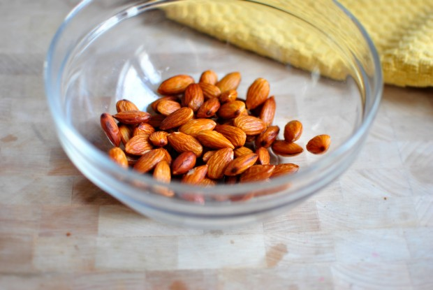 how to blanch almonds throw in a bowl