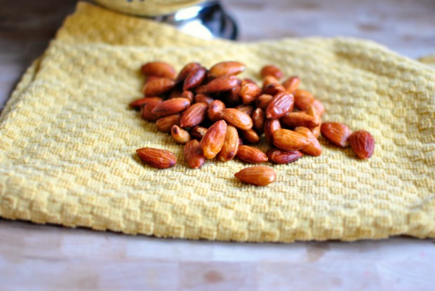 how to blanch almonds towel