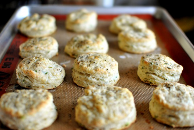Black Pepper Chive Buttermilk Biscuits l SimplyScratch.com
