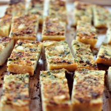 Roasted-Garlic Garlic Bread l www.SimplyScratch.com #recipe
