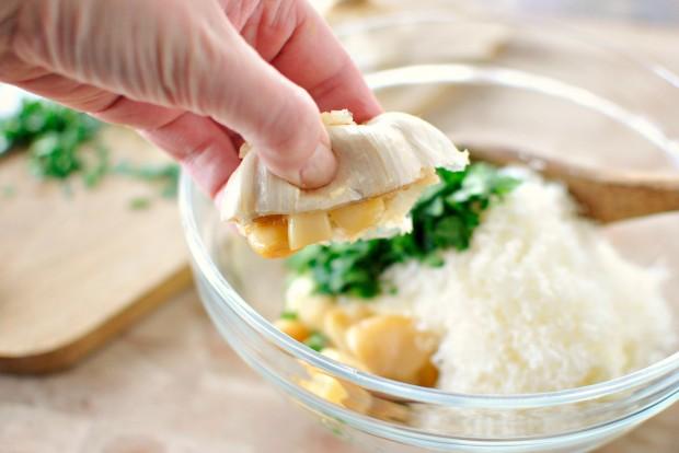Roasted-Garlic Garlic Bread l www.SimplyScratch.com squeeze