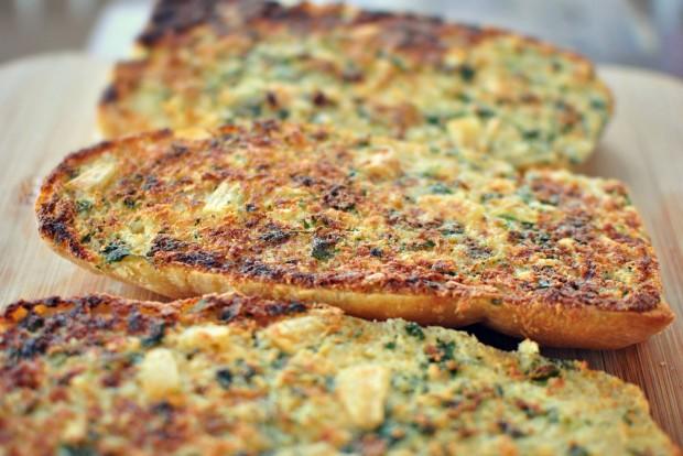 Parmesan Roasted Garlic Bread l SimplyScratch.com