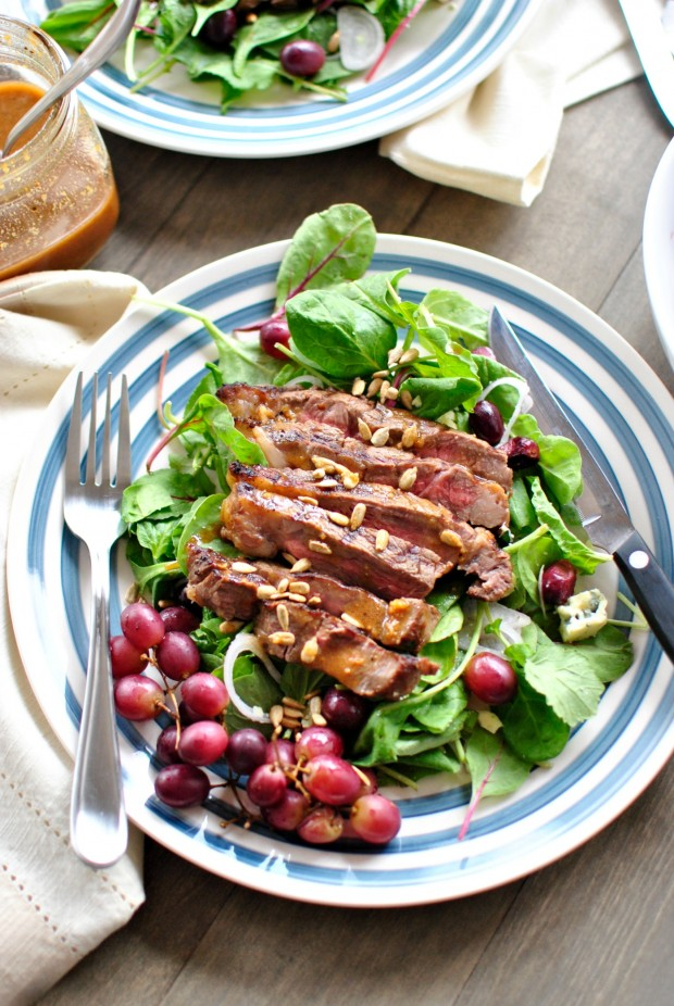 Grilled Steak Salad with Blue Cheese and Grilled Grapes l www.SimplyScratch.com #salad