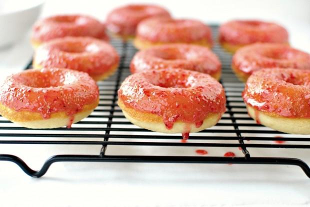 Baked Buttermilk Cake Doughnuts + Fresh Strawberry Glaze l www.SimplyScratch.com