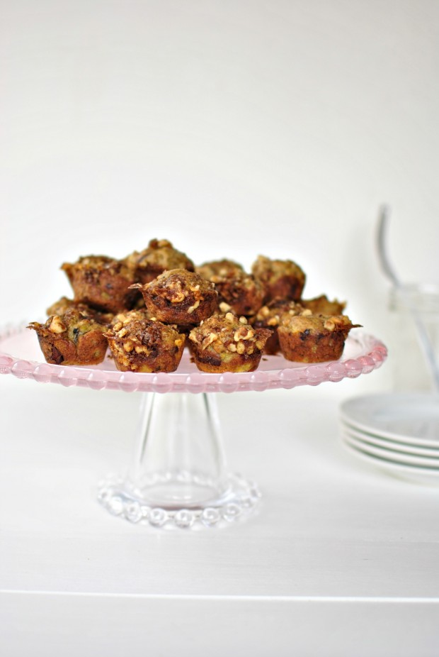 Banana Chocolate Chunk Mini Muffins l www.SimplyScratch.com #brunch #fairtrade #mothersdayrecipe