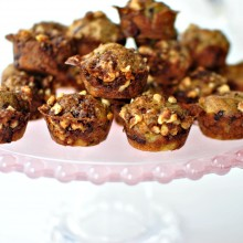 Banana Chocolate Chunk Mini Muffins l www.SimplyScratch.com #brunch #muffins