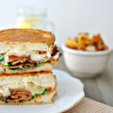 Sundried Tomato Pesto, Spinach + Peppered Bacon Grilled Cheese l www.SimplyScratch.com #grilledcheesemonth