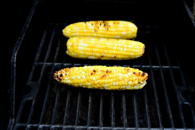 Jalapeno Cheddar Burgers + Grilled Corn Mayo l www.SimplyScratch.com grilling corn