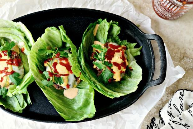 Spicy Sriracha Burgers l www.SimplyScratch.com #sriracha