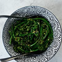 10-minute Spicy Ginger + Garlic Roasted Broccolini