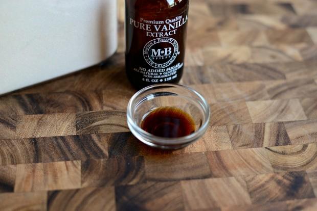 Homemade Caramel Sauce l SimplyScratch.com (4)