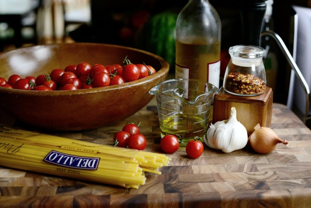 Perciatelli + a 10-minute Fresh Cherry Tomato Sauce (2)