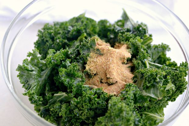 Dehydrated Sriracha Garlic Kale Chips l SimplyScratch.com (10)