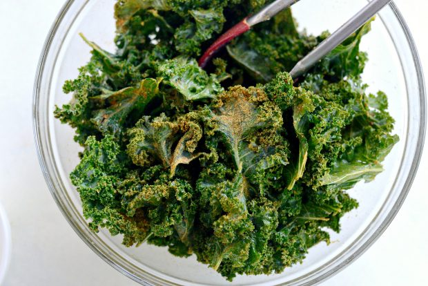 Dehydrated Sriracha Garlic Kale Chips l SimplyScratch.com (11)