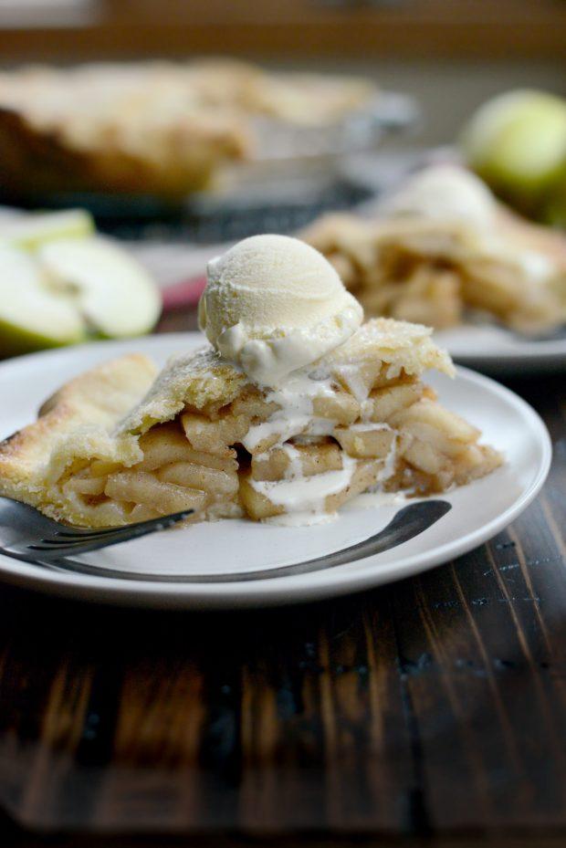 Homemade Apple Pie l SimplyScratch.com