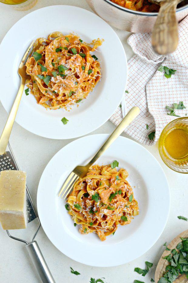 Creamy Roasted Red Pepper Pasta l SimplyScratch.com