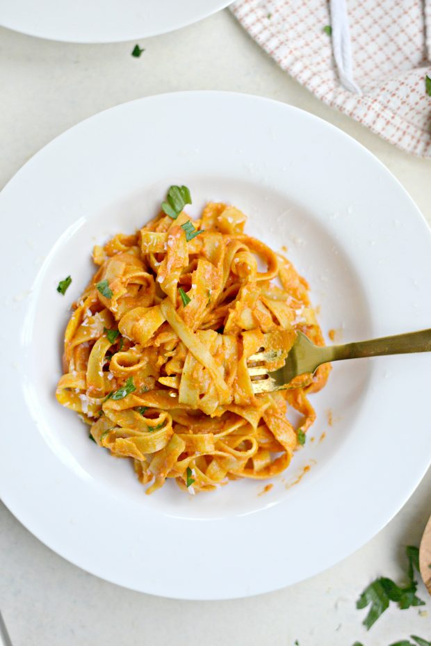 Creamy Roasted Red Pepper Pasta l SimplyScratch.com