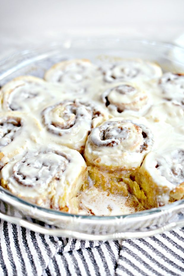 Easy No Yeast Cinnamon Rolls l SimplyScratch.com