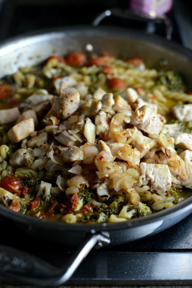 One Pan Chicken Pesto Pasta l SimplyScratch.com