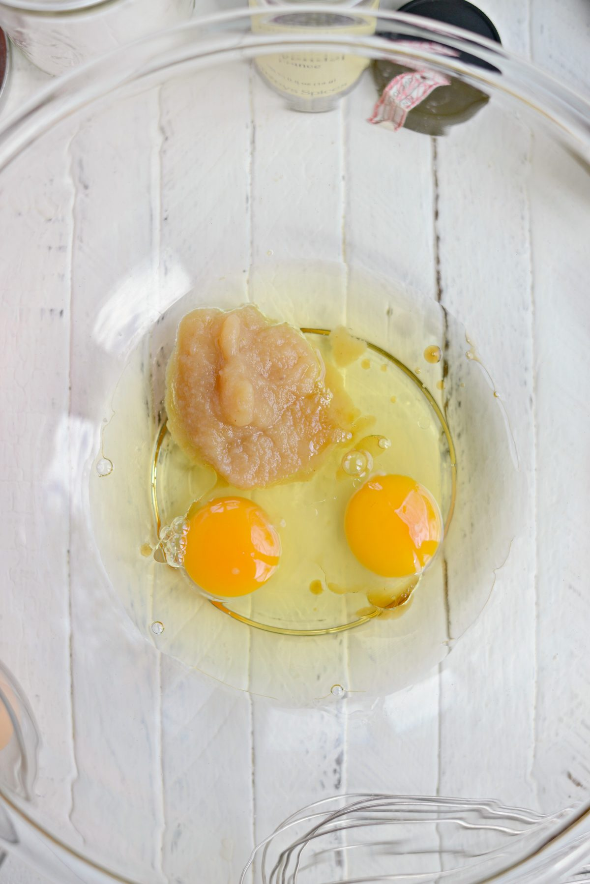 eggs, apple sauce, oil and vanilla in bowl.