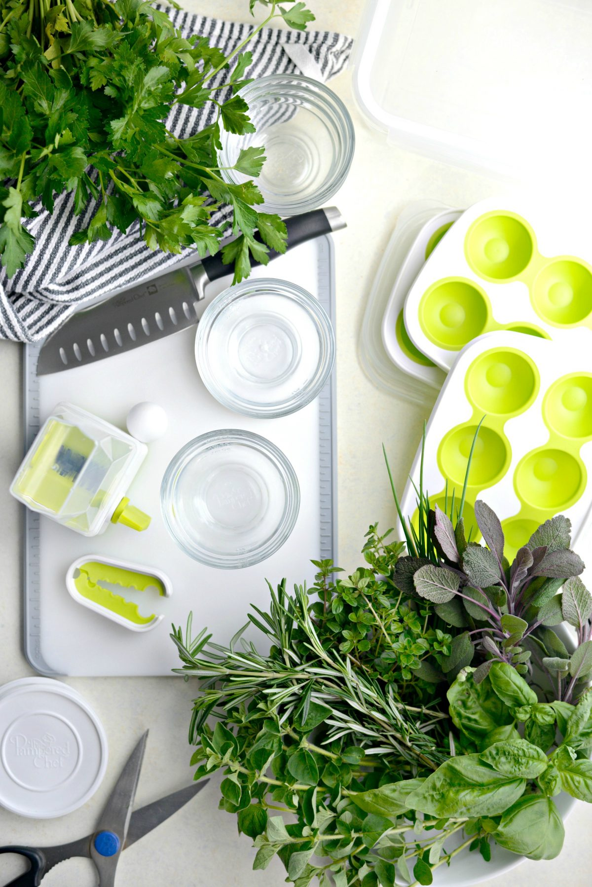 3 Ways to Freeze Herbs with Pampered Chef l SimplyScratch.com (1)