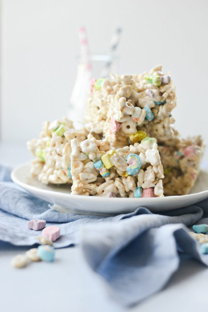 Lucky Charms Marshmallow Treats l Recipes to Make On St. Patrick's Day