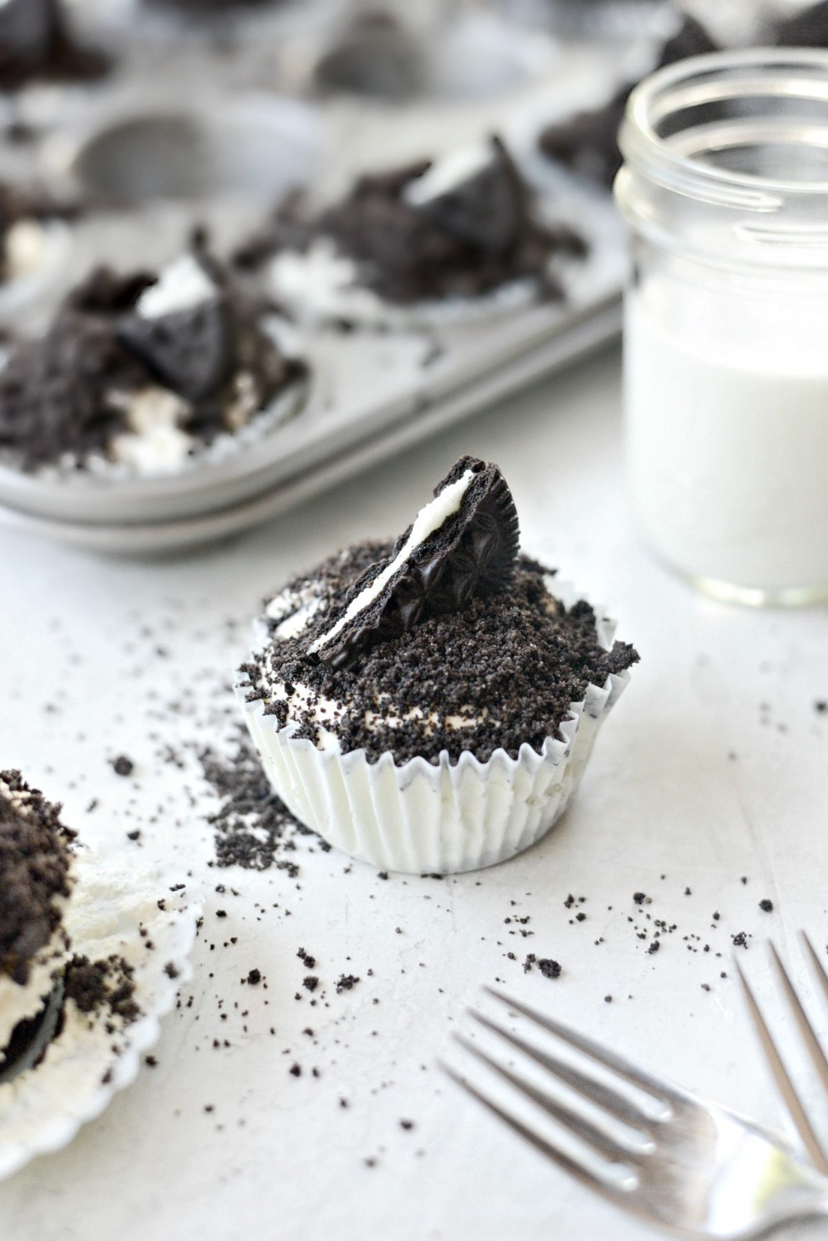 Cookies and Cream Mini Cheesecakes l SimplyScratch.com