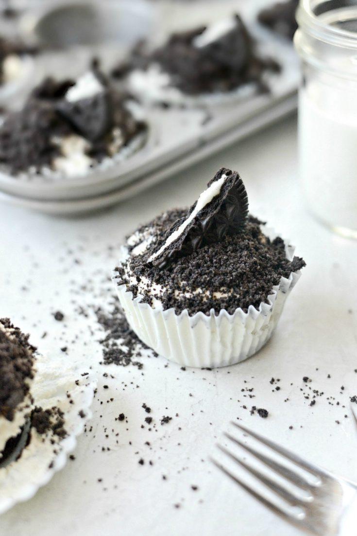 No-Bake Mini Cookies and Cream Cheesecakes