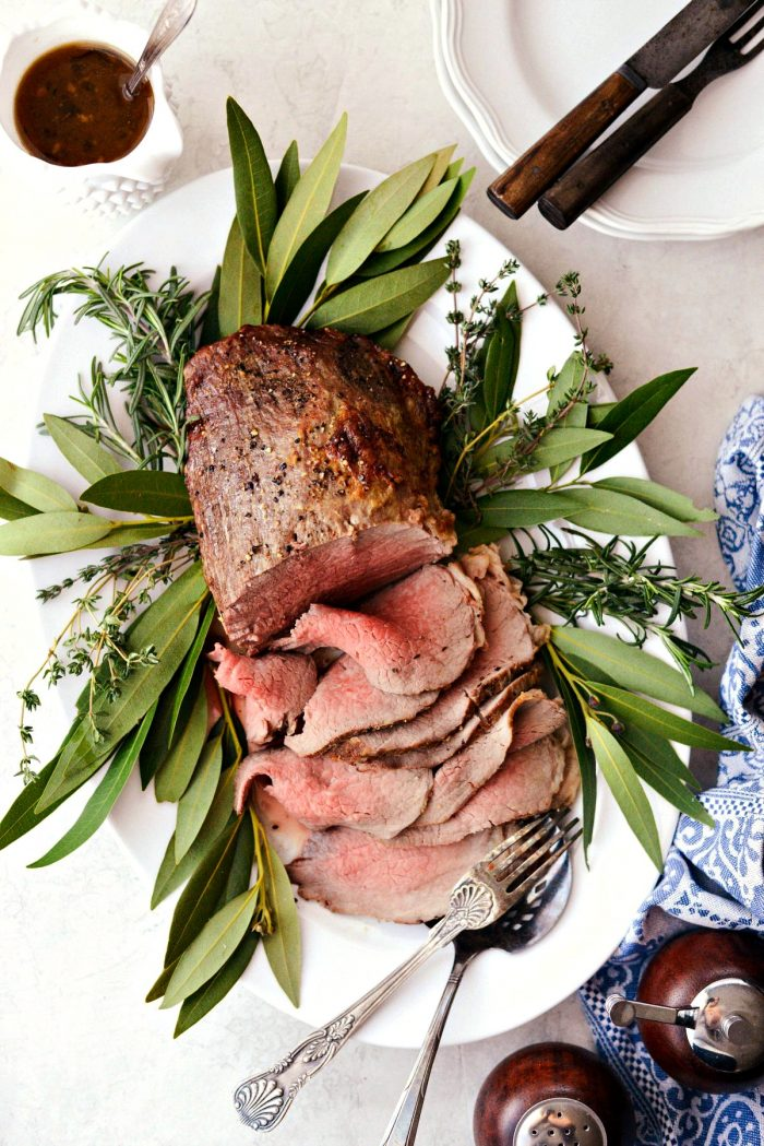 Easy Roast Beef with Au jus l SimplyScratch.com #easy #roast #beef #holiday #christmas #recipe