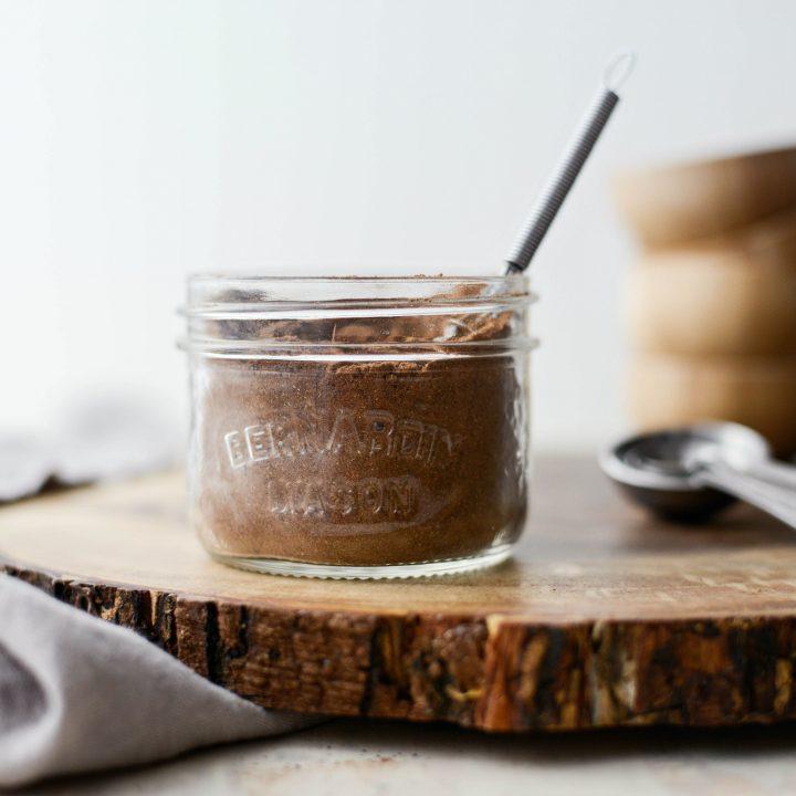Homemade Gingerbread Spice Blend l SimplyScratch.com