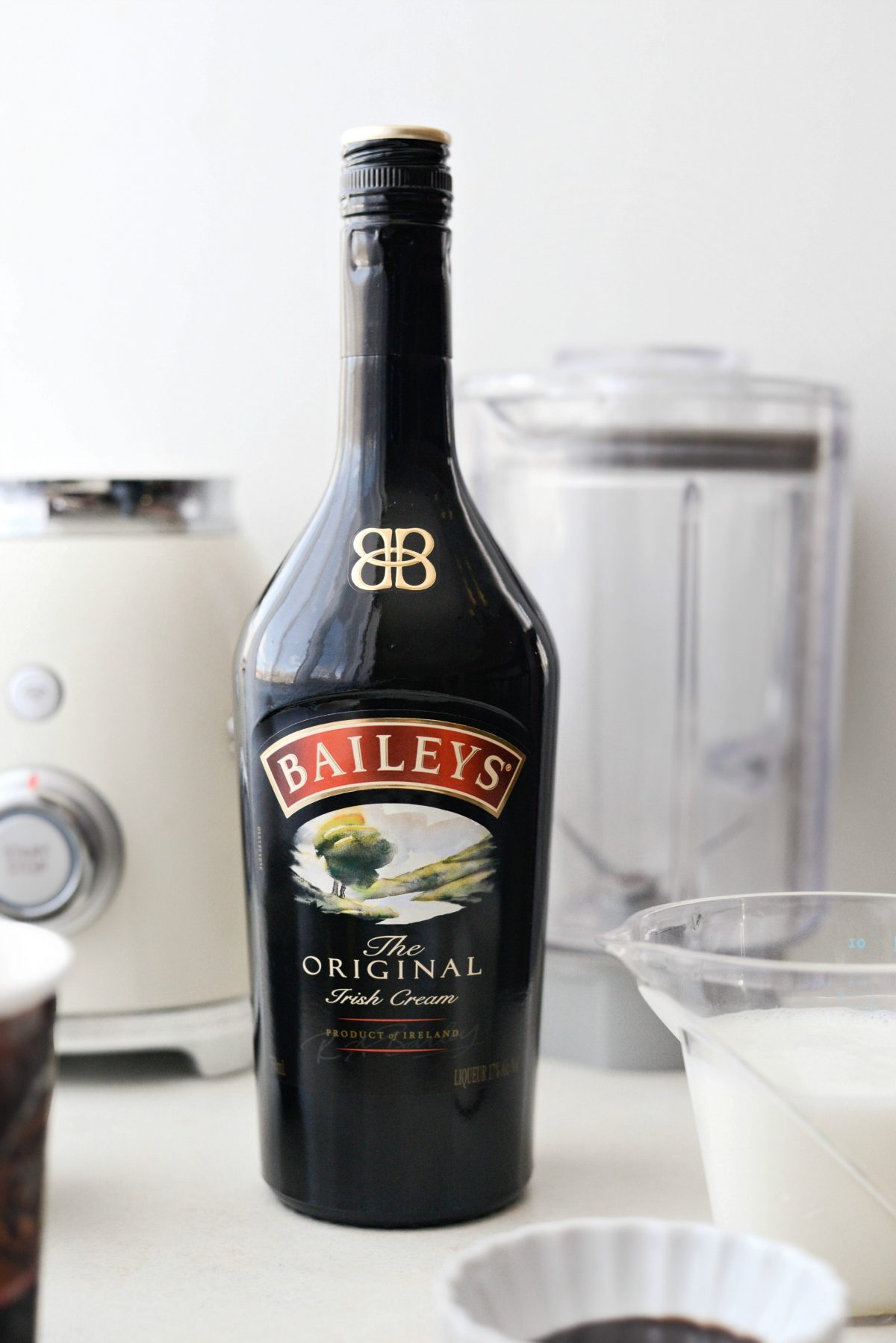 Baileys and Coffee Milkshake l SimplyScratch.com #baileys #irishcream #milkshake #coffee #homemade #boozy #chocolate #drink #beverage #shake #stpatricksday