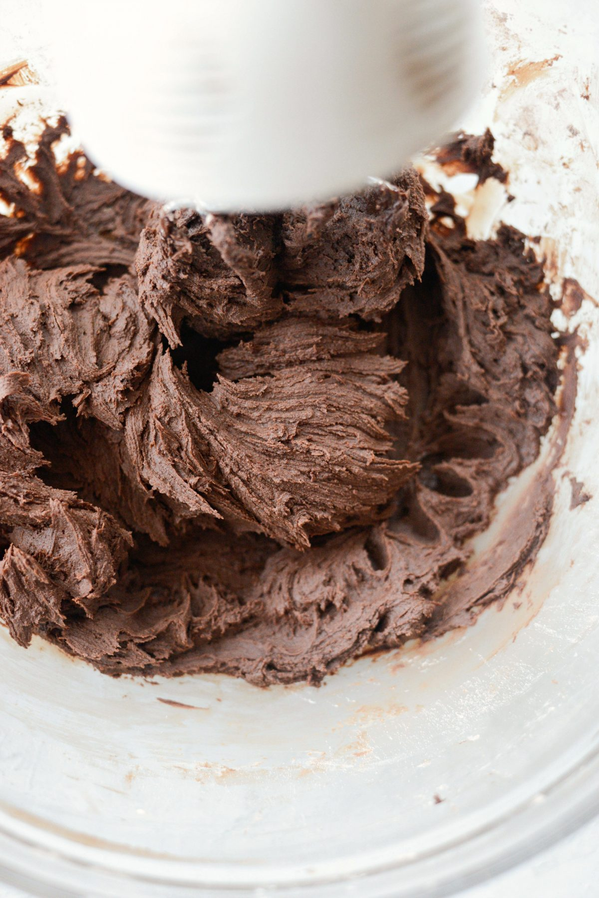 Homemade Chocolate Frosting l SimplyScratch.com #homemade #fromscratch #chocolate #frosting #buttercream
