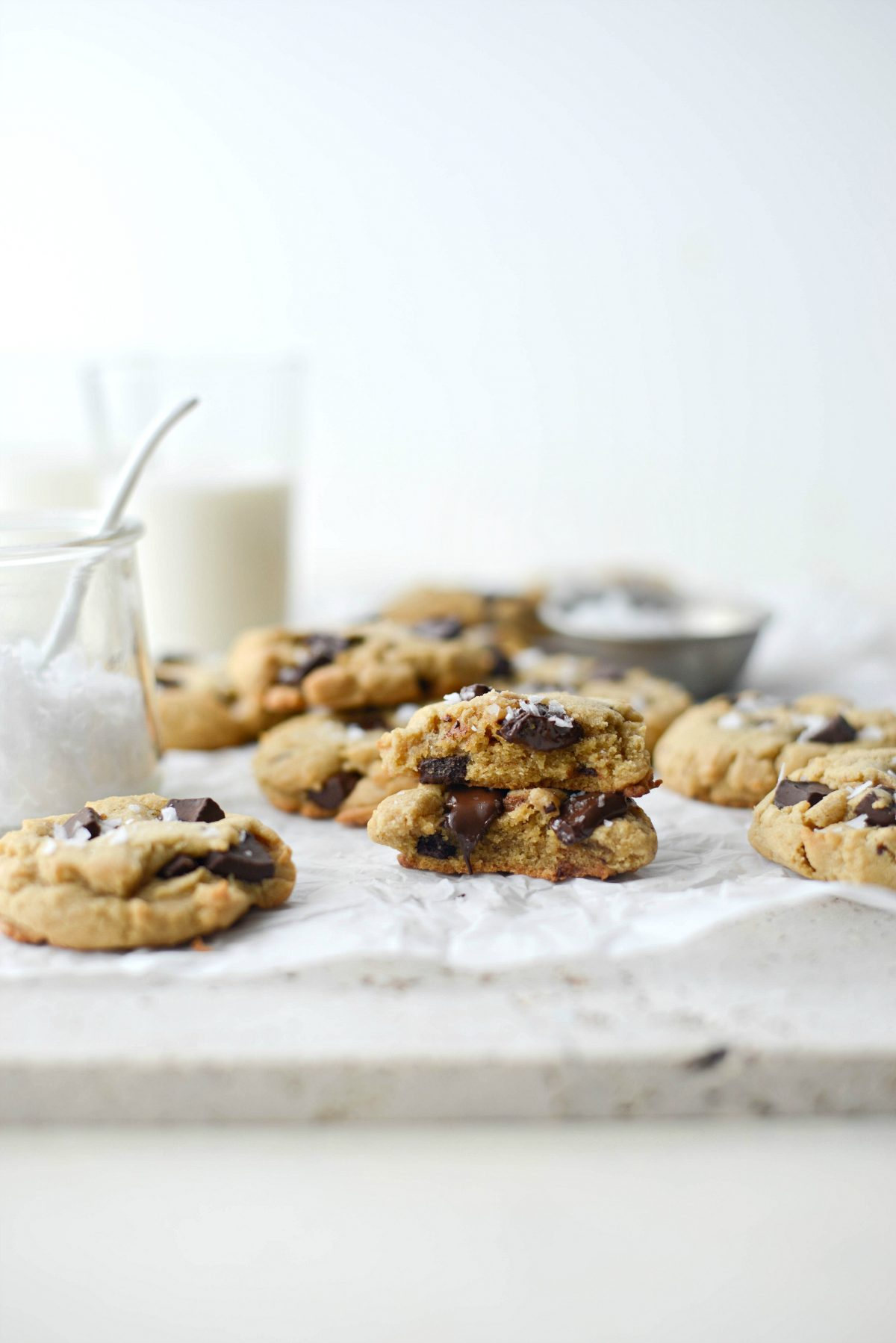 Salted Dark Chocolate Chunk Tahini Cookies l SimplyScratch.com #tahini #chocolate #chunk #seasalt #cookies