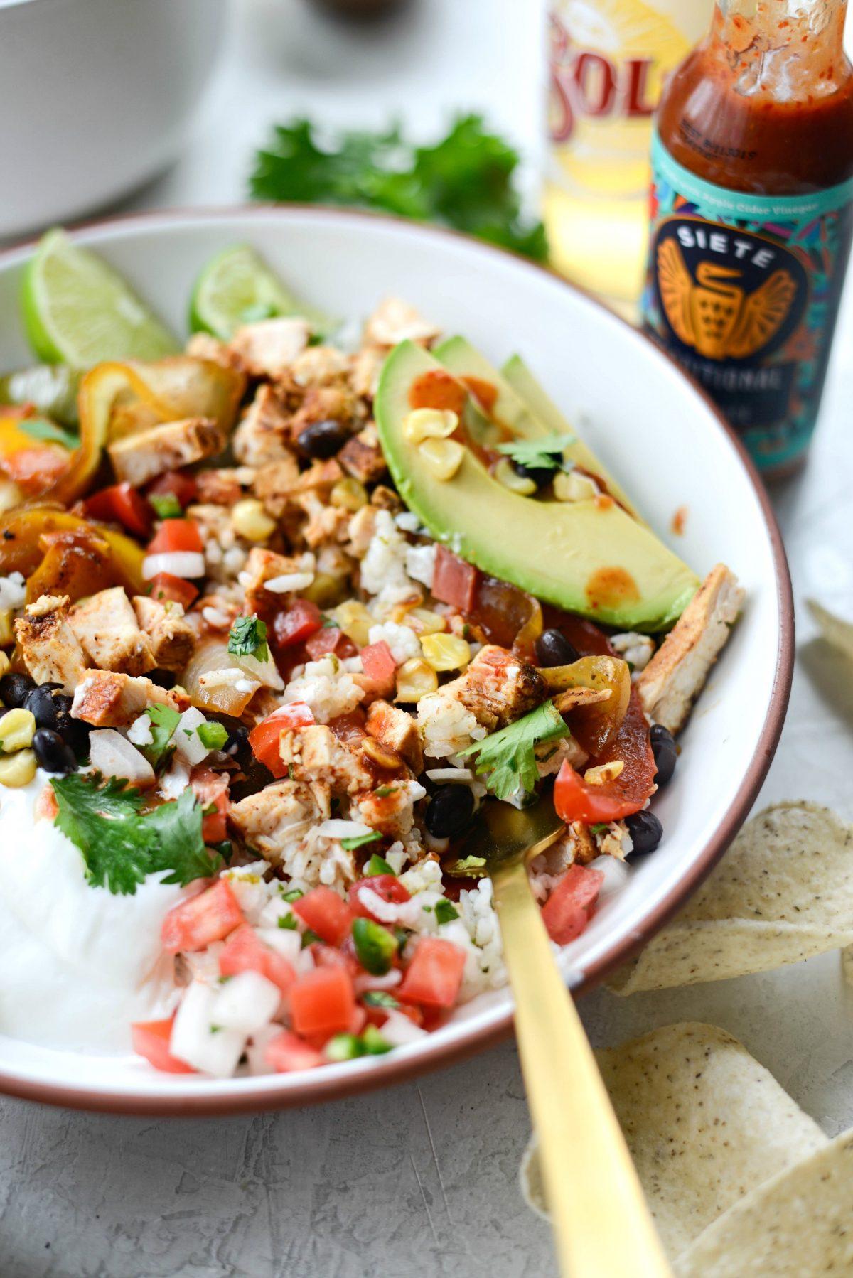 Chipotle Chicken Fajita Rice Bowls l SimplyScratch.com #chipotle #chicken #fajita #ricebowls #dinner #easy