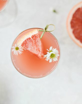 Grapefruit Rosé Mimosas l SimplyScratch.com #adult #beverage #grapefruit #rose #mimosa #easter #brunch #mothersday