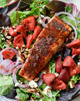 Blackened Salmon Salad with Strawberry Peppercorn Vinaigrette l SimplyScratch.com #blackened #salmon #salad
