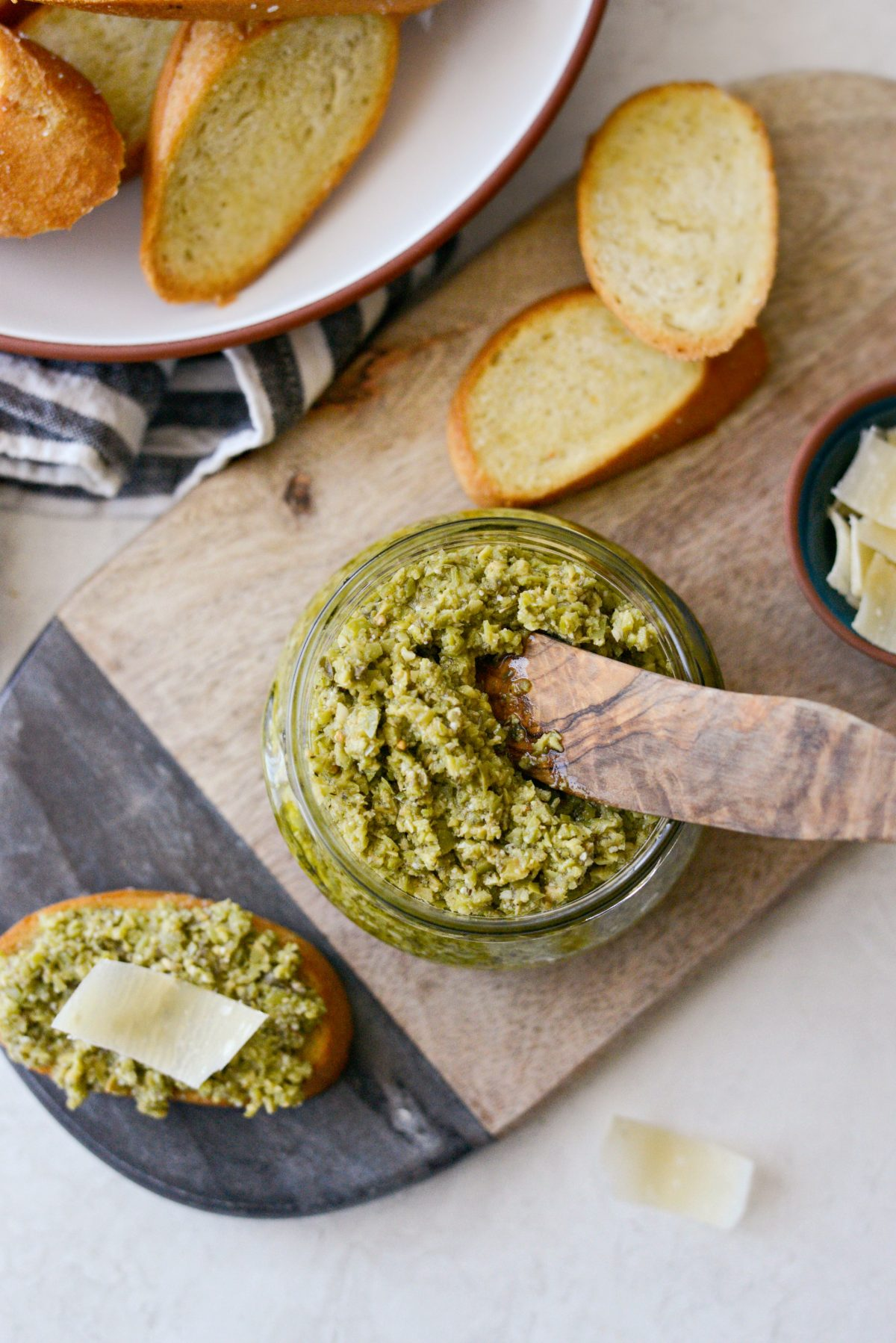 Castelvetrano Olive Tapenade l SimplyScratch.com #olives #tapenade #appetizer #easy #spread