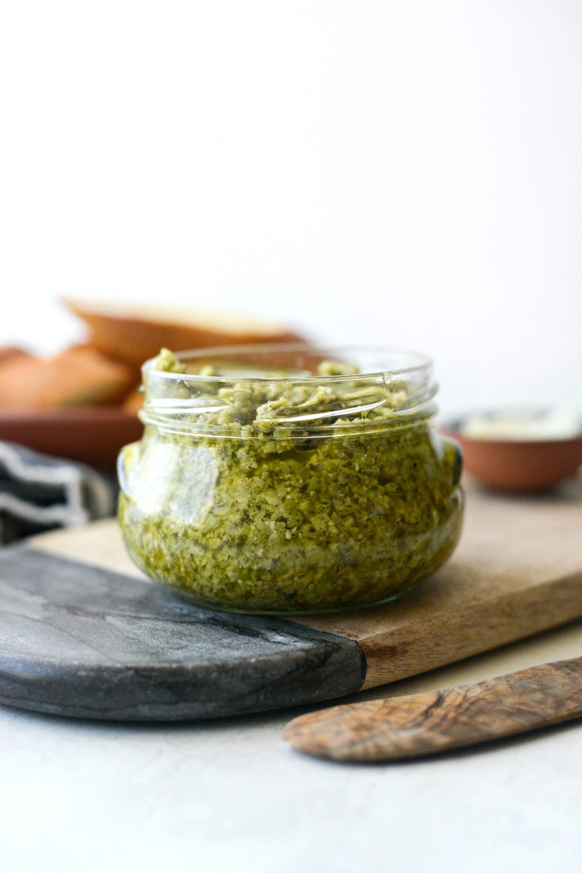 Castelvetrano Olive Tapenade l SimplyScratch.com #olives #tapenade #appetizer #easy #spread